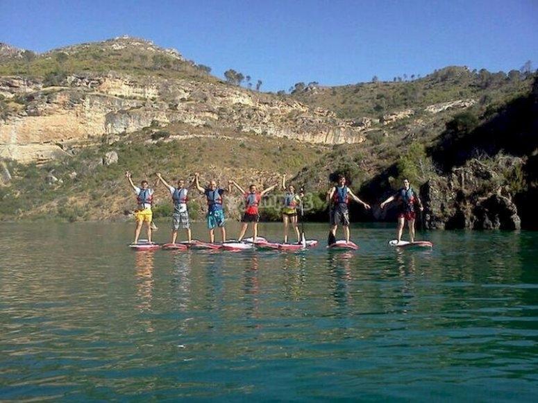 Practica paddle surf en el embalse de Buendía