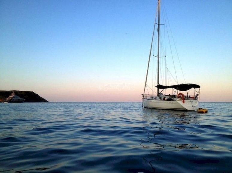 Navega en barco por Platja D´Aro