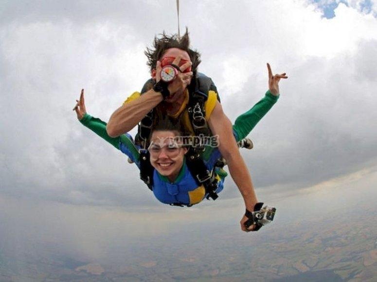 Haz un salto en paracaídas en Ventas de Huelma