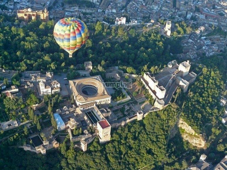 Vuela en globo sobre la Alhambra