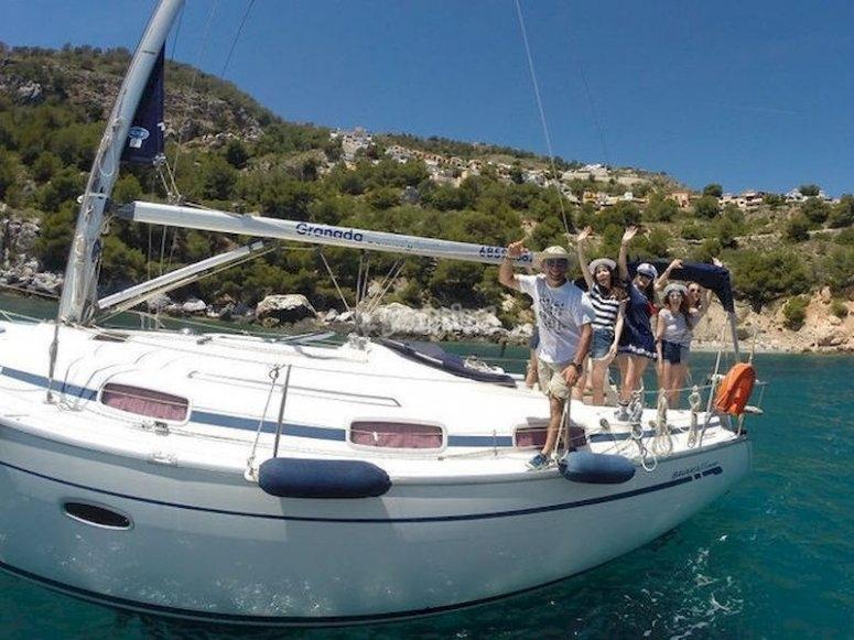 Navega en velero en la costa de Almuñécar