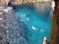 Nadando en aguas cristalinas