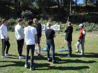 Sesion de tiro con arco en grupo
