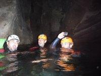 Grotta all'interno del burrone