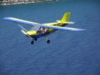 Pasada en vuelo sobre el agua