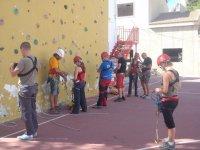 登山Preparandose由人工墙