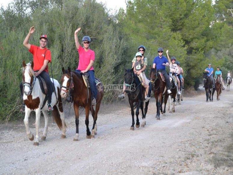 Saludando desde los caballos