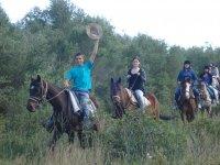 Saludando desde el caballo