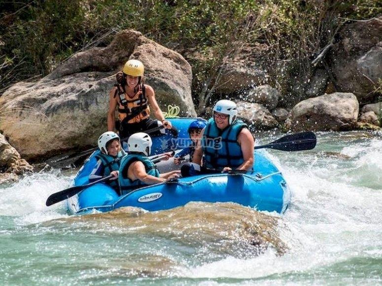 Rafting en familia en el río Gállego