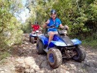 Llevando el quad con el casco