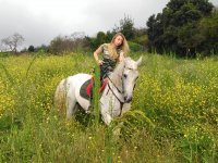 A caballo entre flores