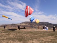 Lifting up the paragliders