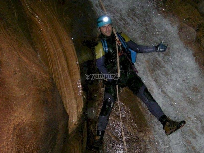 Haz espeleobarranquismo en la cueva de Valporquero