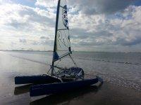 在沙滩双体船双体船岸理论需要帮助