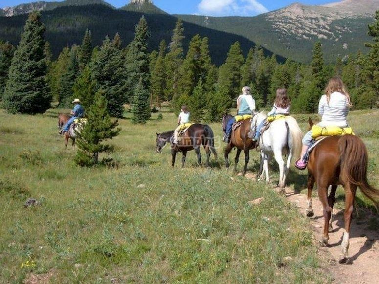 Rutas a caballo que bordean el río Eo