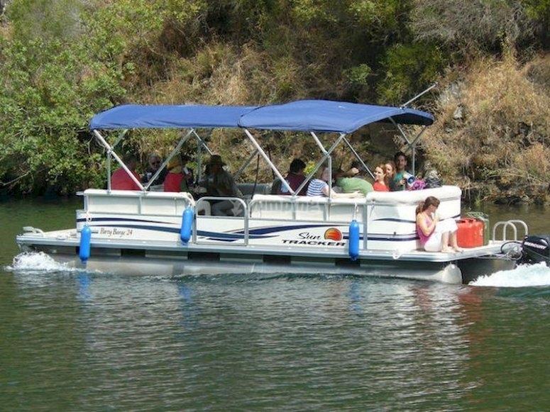 Pasea en catamarán por la Ribeira Sacra