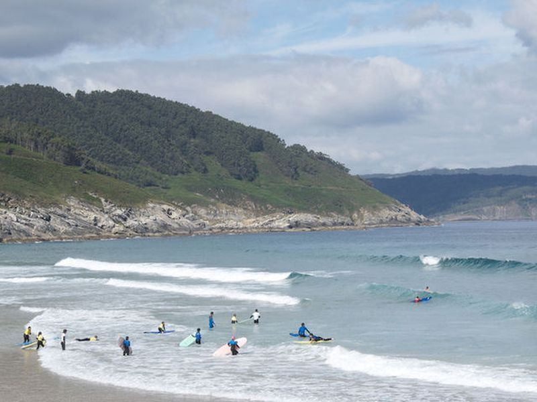 Surfea en las playas de Foz