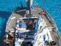 帆船在惊人的水域