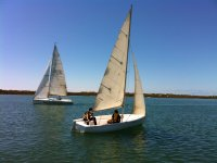 Alquiler barco monocasco a vela Huelva 2 horas