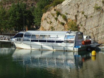 在情人节的胡卡爾河游船