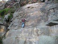 通过潘蒂科萨攀爬垂直攀岩登山