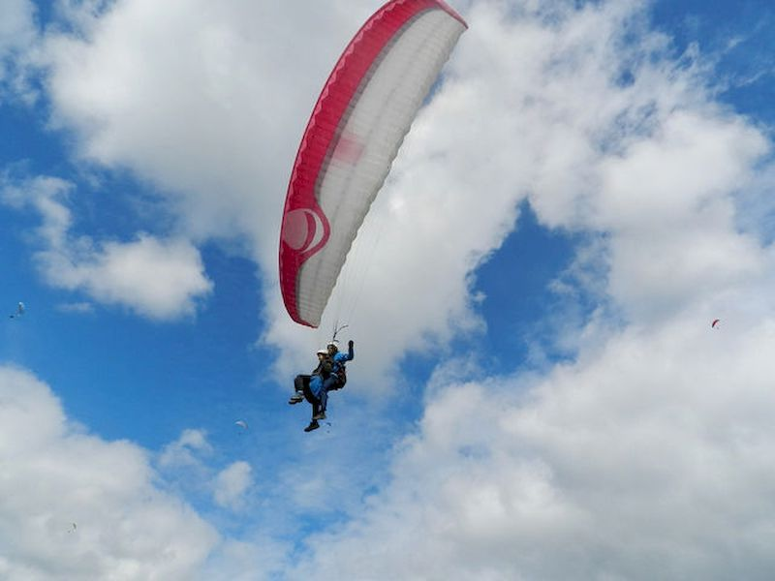 Volar en parapente sobre Maceda