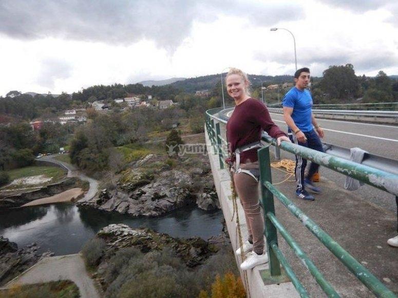 Saltar desde el Puente de Dos Peares