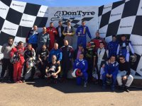 grupo grande de karting