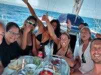 Comiendo a bordo del barco