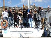 Saludando durante el embarque