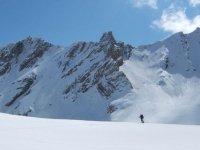 通过比利牛斯山欣赏比利牛斯山顶