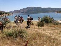 Excursion a caballo al embalse