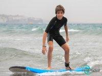 Joven surfista