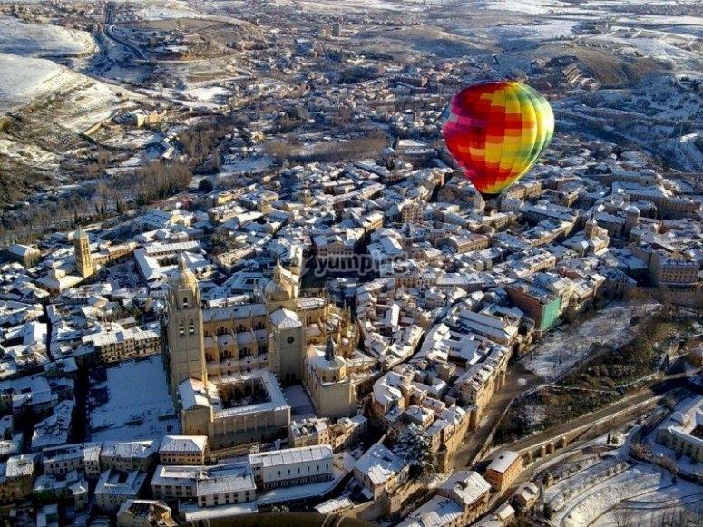 Vuela en globo sobre la Segovia monumental