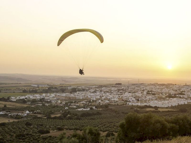 Sobrevolar Montellano en parapente