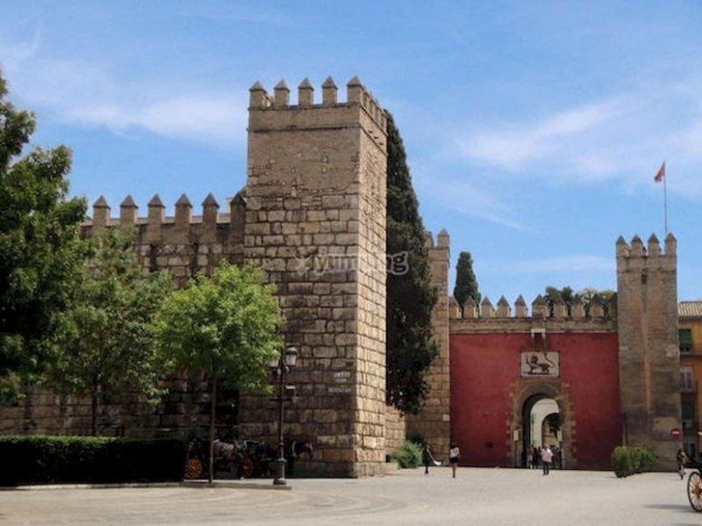Dar un paseo por la Sevilla encantada