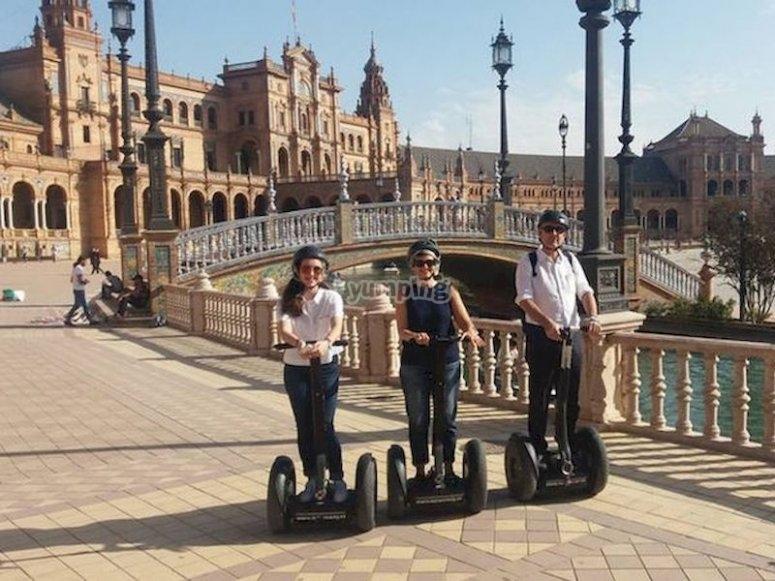 Recorrer la Plaza de España en segway
