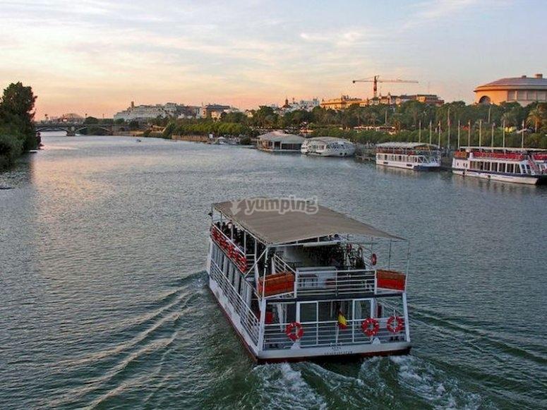 Hacer un crucero panorámico por el Guadalquivir