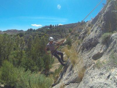 在Molinicos的Rappel和登山包