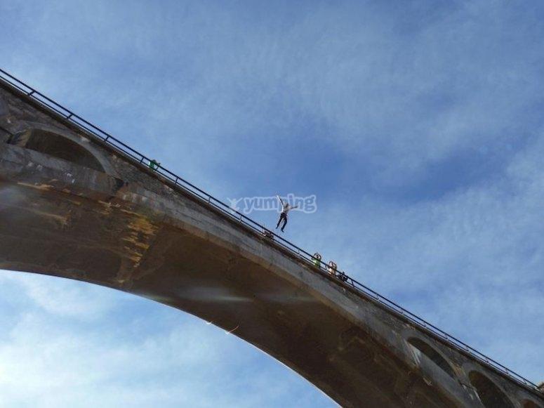Saltar desde el Puente de la Venta