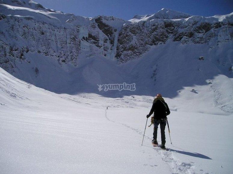 Excursión con raquetas de nieve en Javalambre
