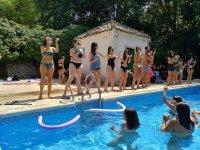 Con bailes en la piscina
