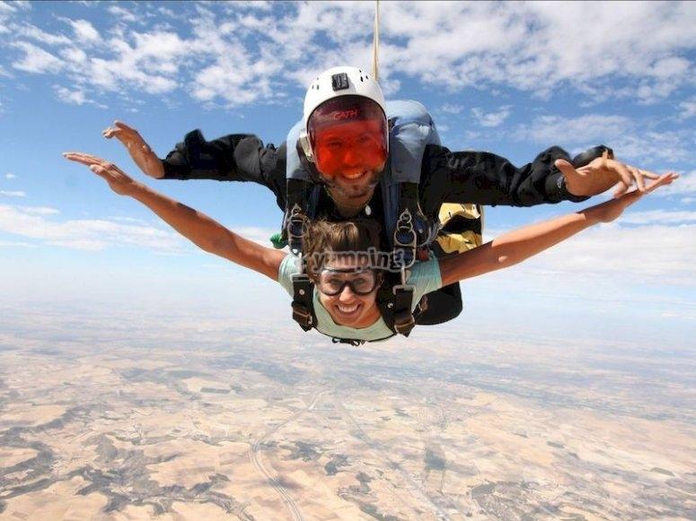 Saltar desde un avión a 4 mil metros de altura en Ocaña o Lillo