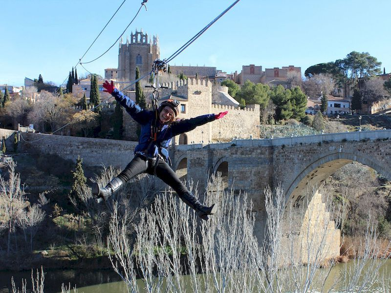 Probar la tirolina del Puente de San Martín