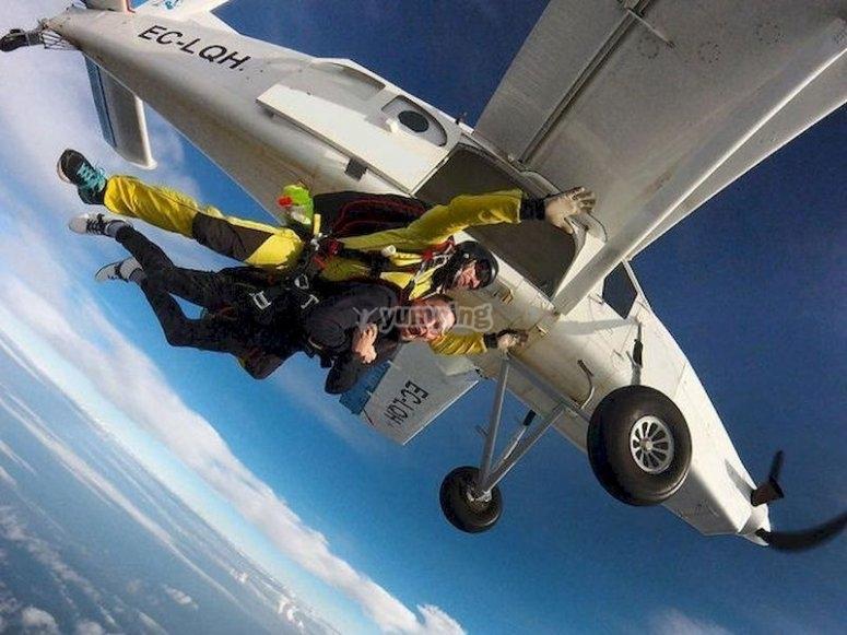 Lánzate al vacío en paracaídas en Castellón