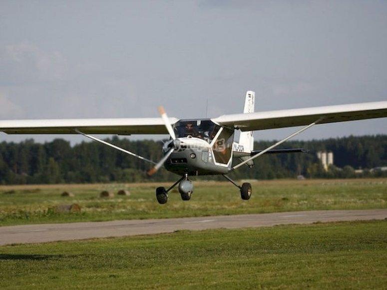 Pilota una avioneta en Manises