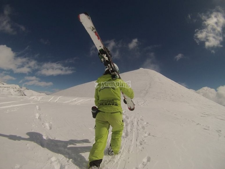 Instructor of the Velarta skiing school