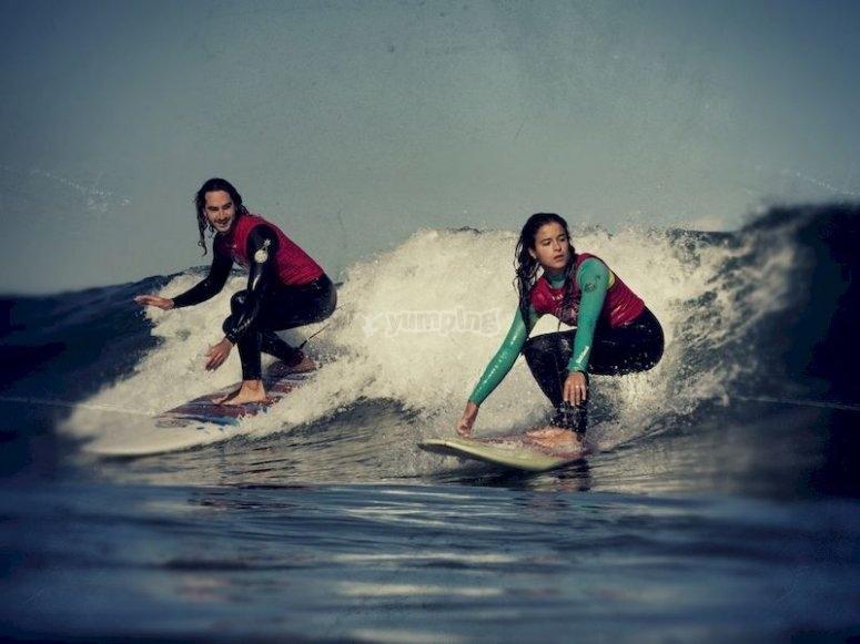 Surf en la playa de Arrietara