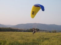 开始飞行双座三轮车动力伞Aterrizando