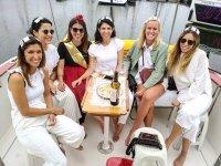 Una cata de vinos a bordo del barco